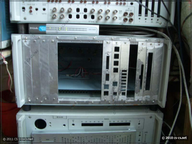 Шина установлена вместо передней панели в корпус