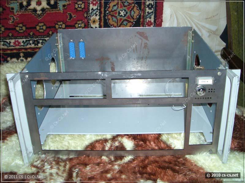 Шасси и передняя панель корпуса для компьютера