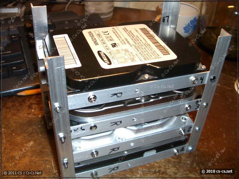 Для жёстких дисков сооружена отдельная корзина из уголка