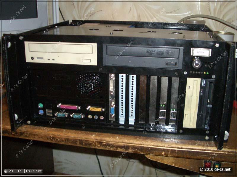 Компьютер собран в корпусе и готов к первому запуску