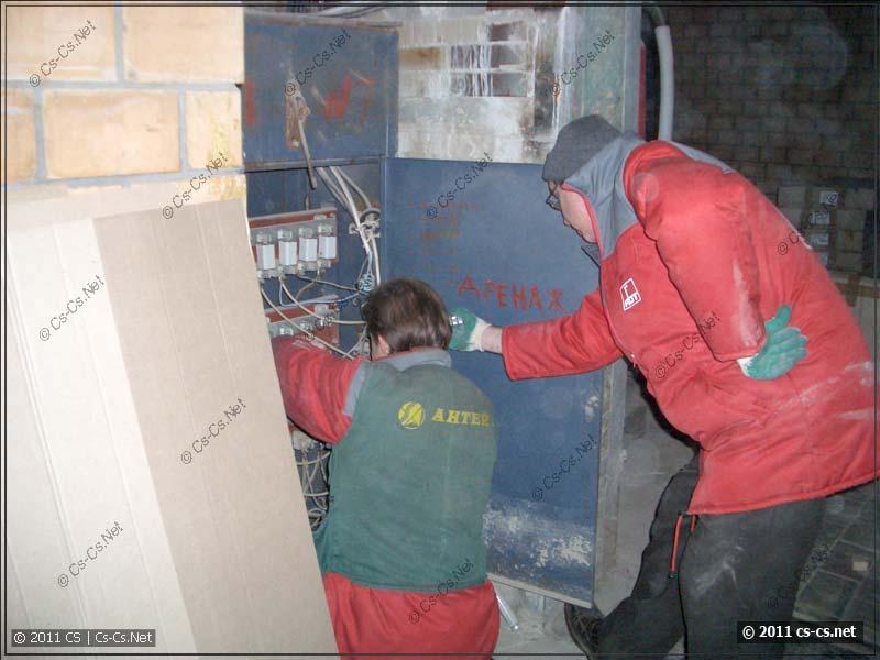 Прочищаем предохранители от накопившейся пыли