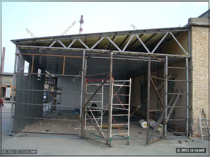 Строительство нового ангара рядом с основным складом