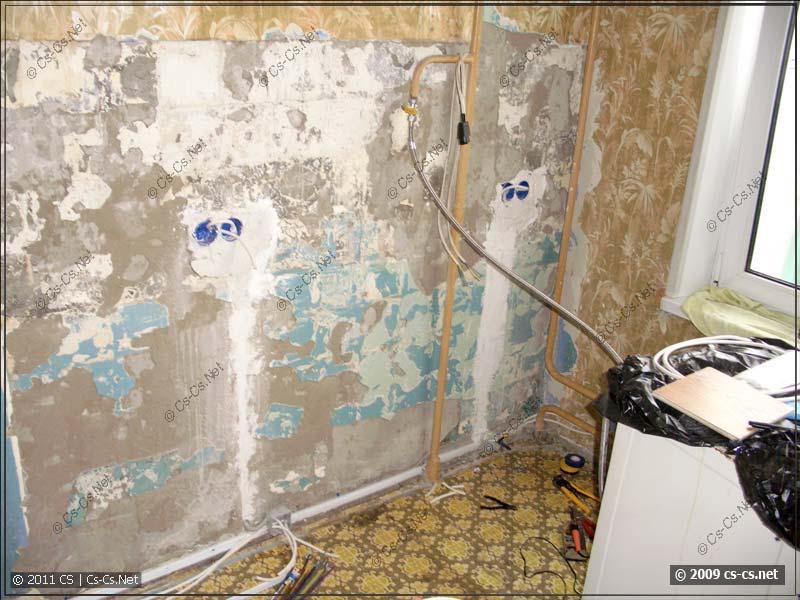 Готовая к установке кухни стена с электропроводкой