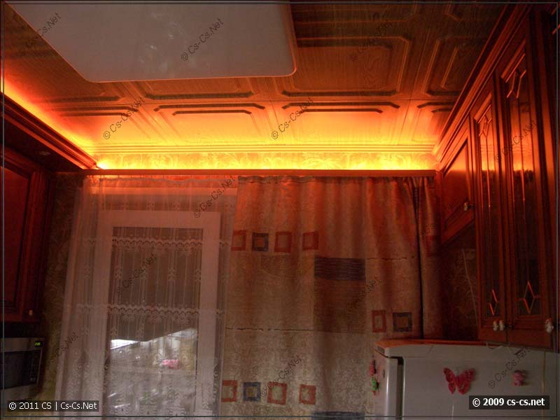Лента на карнизе (для теста), светит офигенно