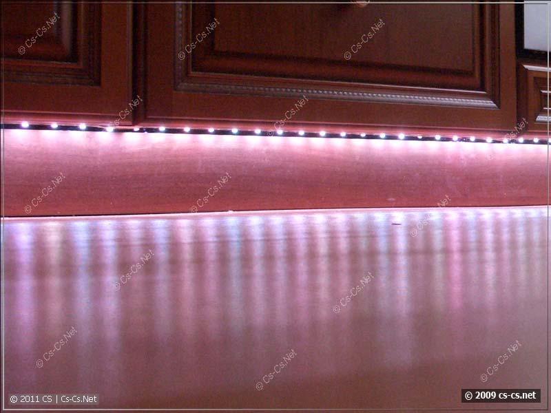 Видны отдельные светодиоды в момент смены цвета