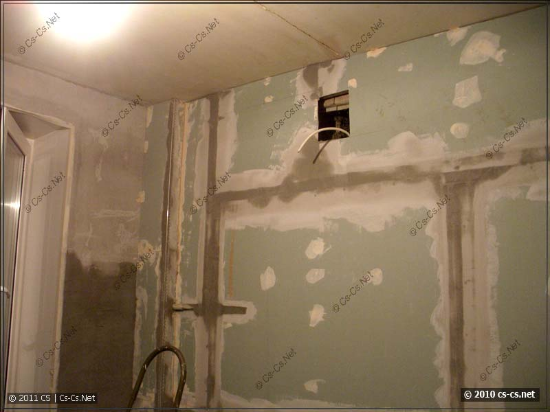 Готовая стенка из гипсокартона с проклеенными швами