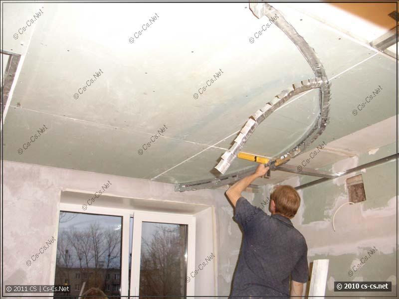 Вырезание полукруга для фигурного потолка