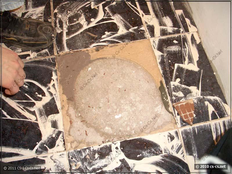 Странный способ укладки плитки на пол