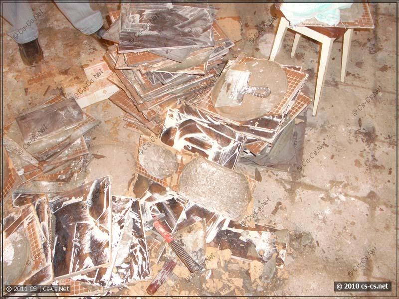 Половая плитка тоже демонтирована!