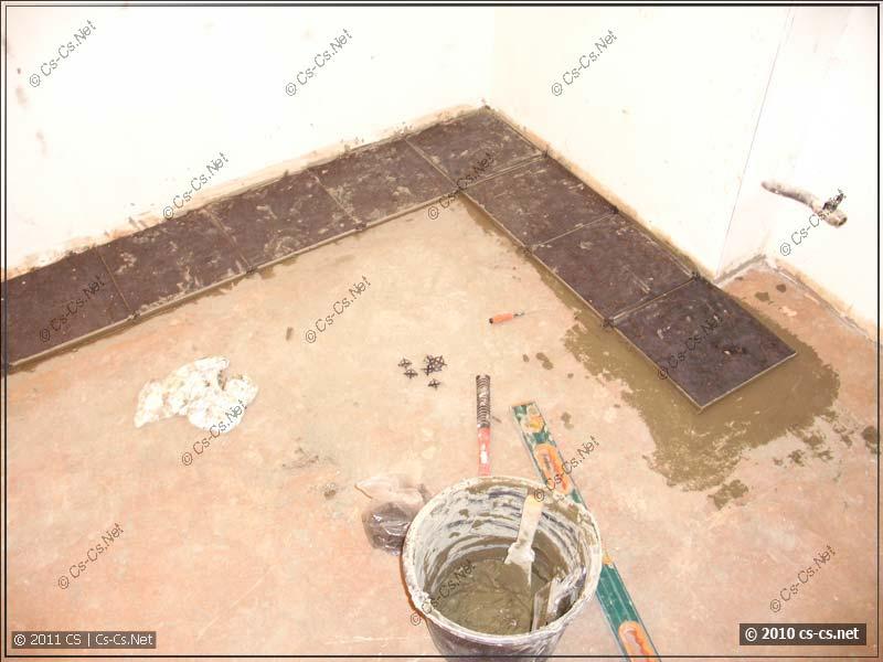 Укладка плитки под гребёнку по правилам и уровню