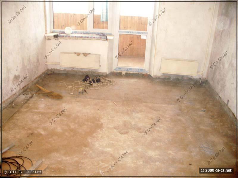 Пустая квартира и снятая стяжка на полах