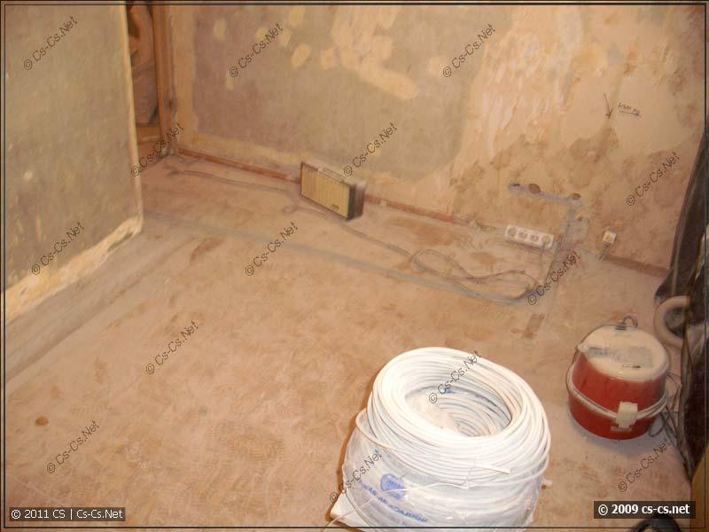Кухня и прорезанный пол под проводку