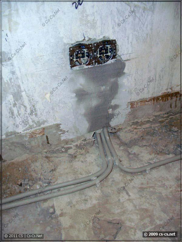 Готовый блок розеток и отходящие кабели на клипсах
