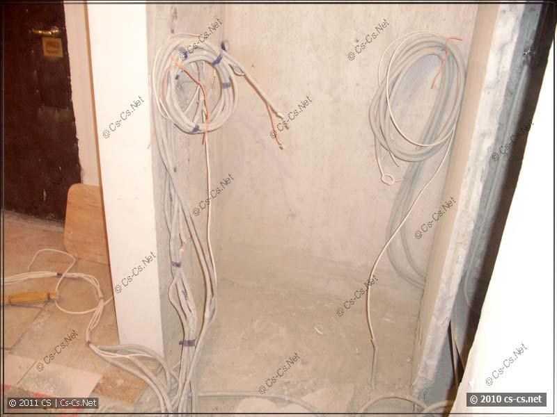 Старые кабели выкушены и выкинуты, новые прибраны