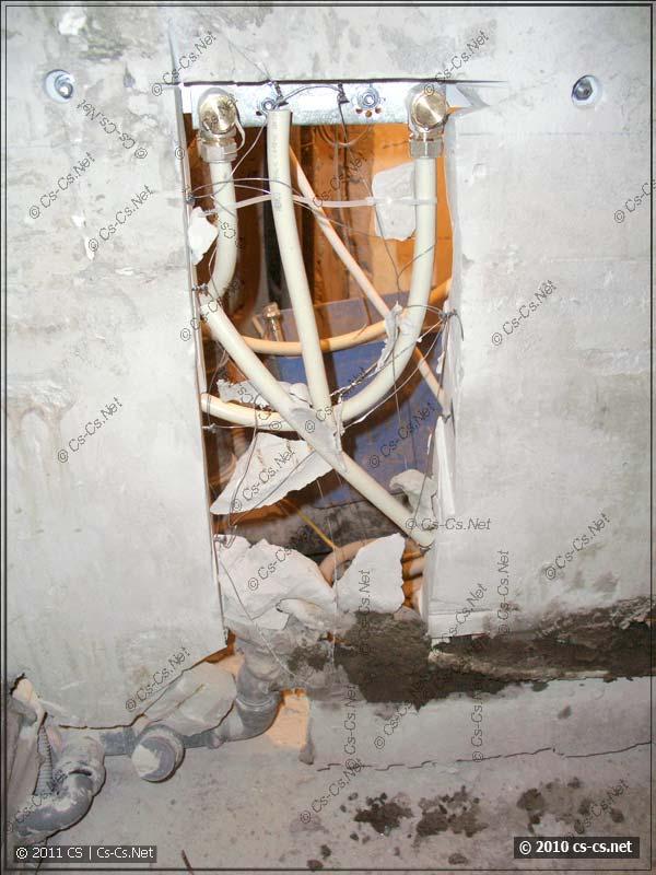 Армирование и крепление подводки для смесителя раковины
