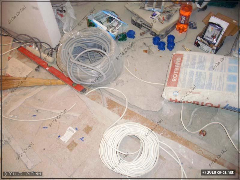 Потихоньку растягиваем новые кабели