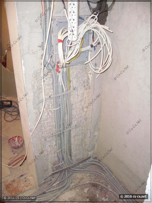 Подъём кабелей по новой штробе к щиткам