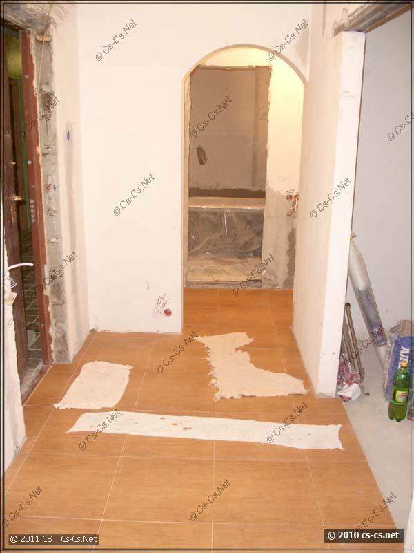 Общий вид коридора - началась штукатурка
