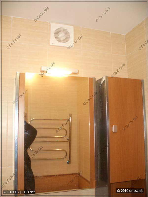 Подсветка зеркала в ванной и вытяжной вентилятор