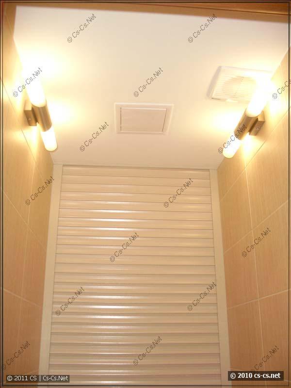 Освещение туалета и лючок для туалетной бумаги