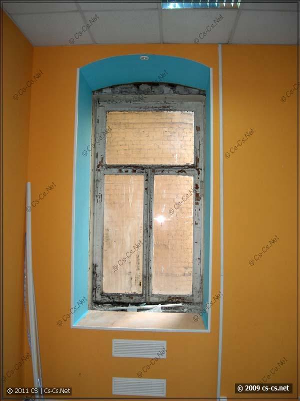 И старинные окна, граничащие с современными