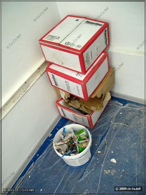 Пустые коробки из-под витой пары