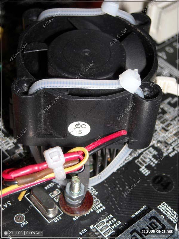 Крепление кулера чипсета на стяжках