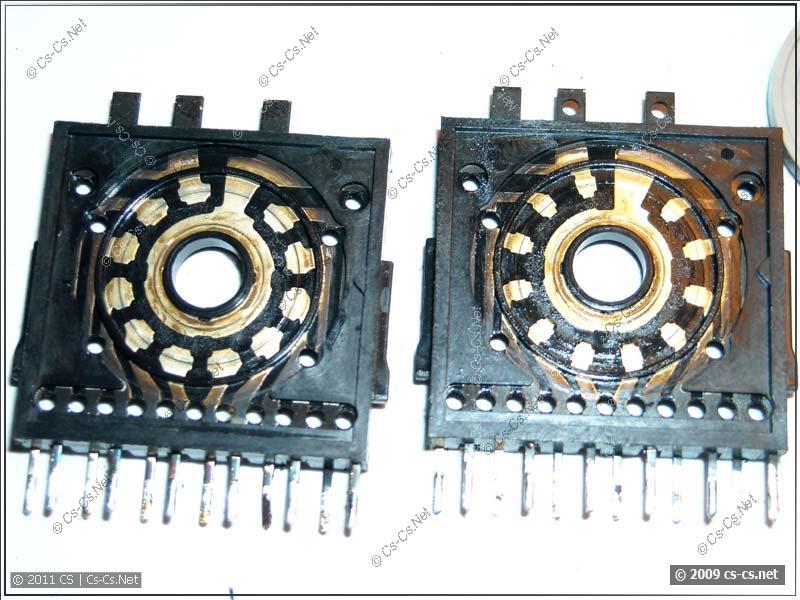 Загрязнённые контакты (слева) и после чистки (справа)