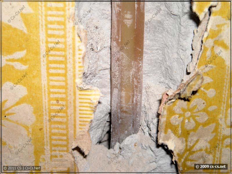 Проводка в стене к старой розетке (под напряжением! ;) )