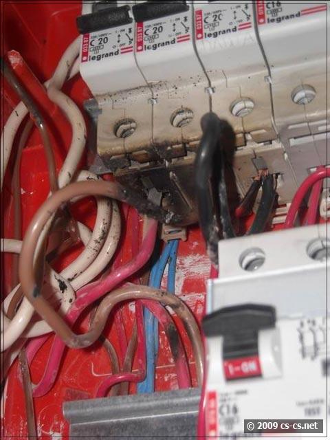 Обугленные контакты и провода