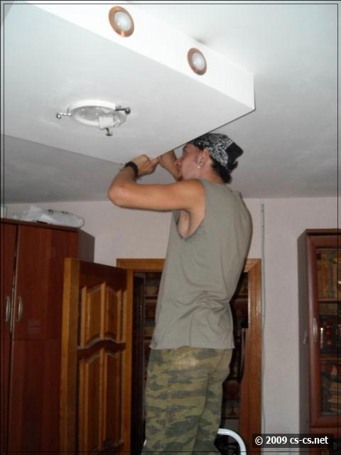 Напарничек ломает потолок