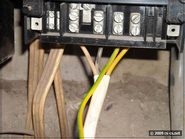 Охренелое использование кабеля и цвета