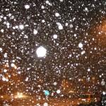 Снежинки под вспышкой