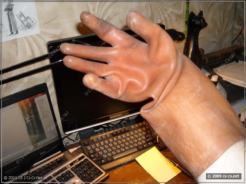 Электрозащитные перчатки: вид на пальцы