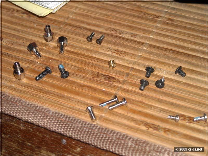 Разные типы винтиков, использованные при сборке