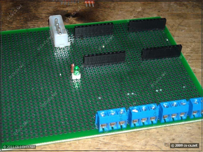 Разъёмы под модуль и клеммники под сеть 220