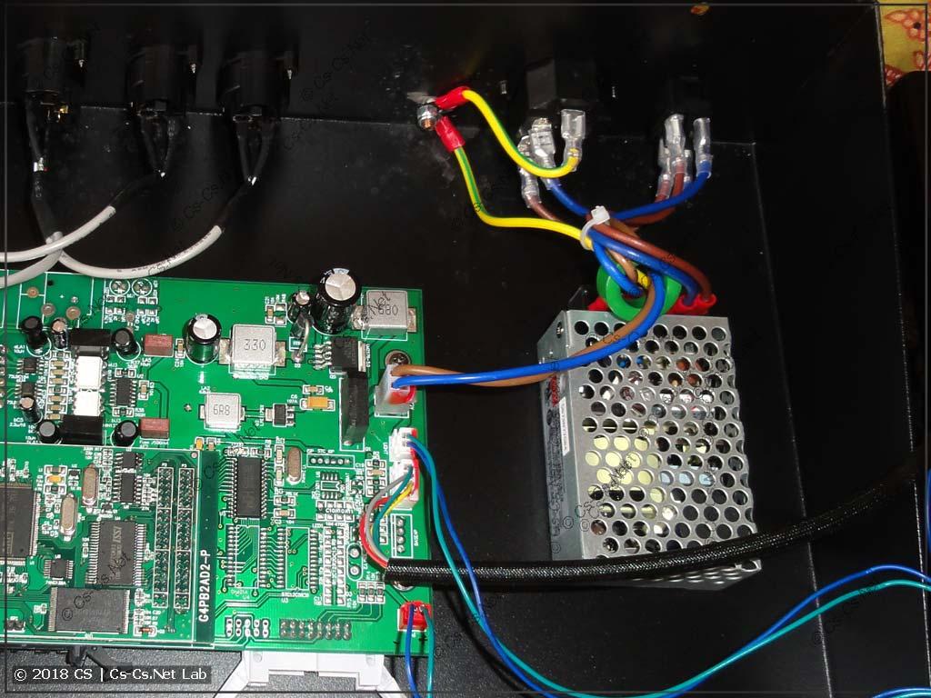 Блок питания Mean Well серии NES (S) внутри светового пульта