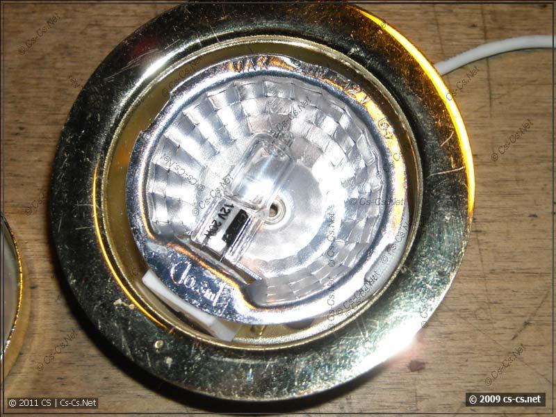 Мебельный светильник со вставленной лампой