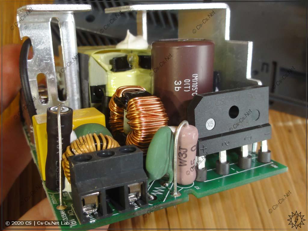 Внутренности блока питания Mean Well HDR-100 (вводные цепи и фильтры)