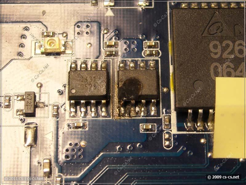 Сгоревшая микросхема G528 на плате ноутбука