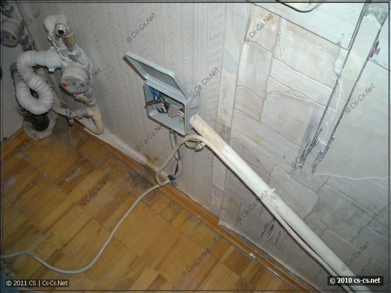 От линии электроплиты в кухне сделана распаечная коробка