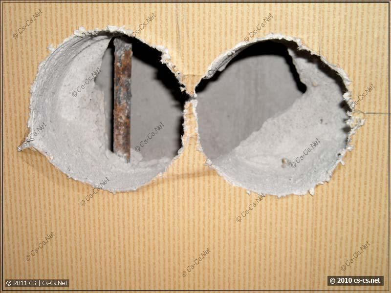 Двойная стена квартиры: гипсолит и бетон (вдали)