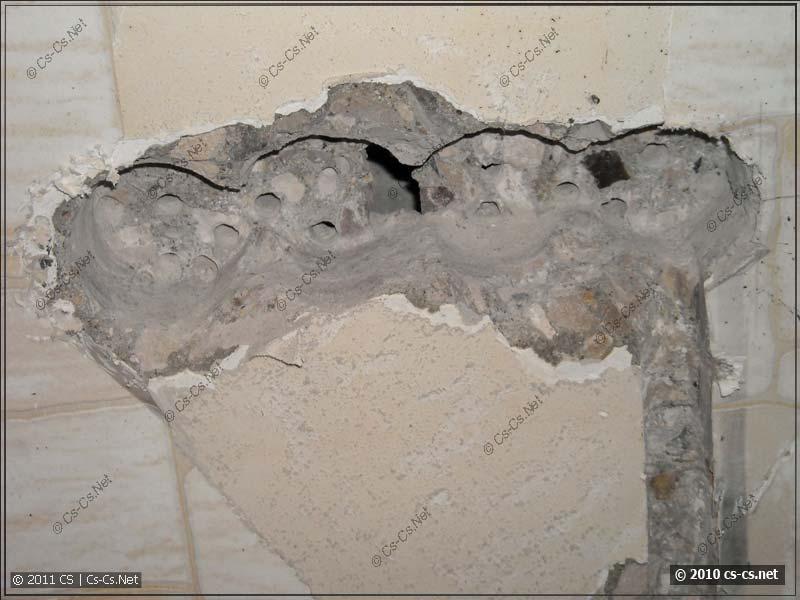 Странные стены с полостями-каналами