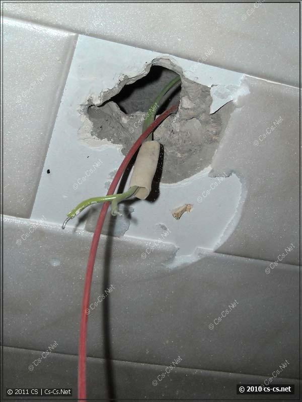 Выпущенная протяжка из потолочного канала