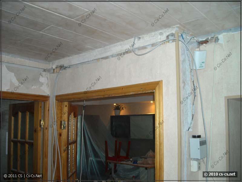 Пучок кабелей в холле квартиры растёт и растёт