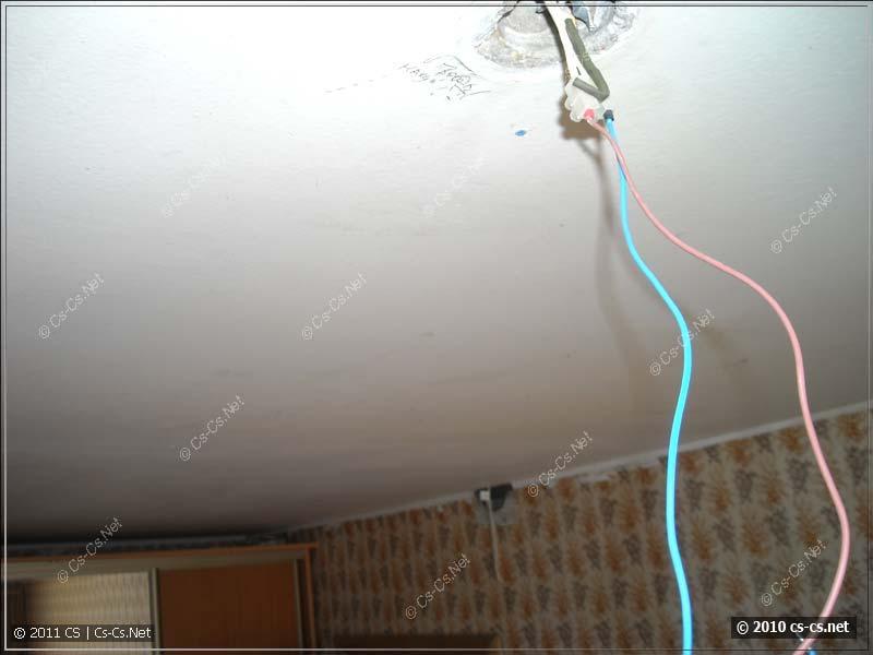 Странное направление кабеля от люстры в II-49