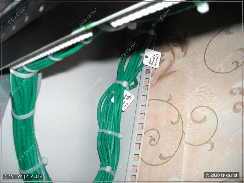 Красивый жгутик кабелей домашней слаботочки
