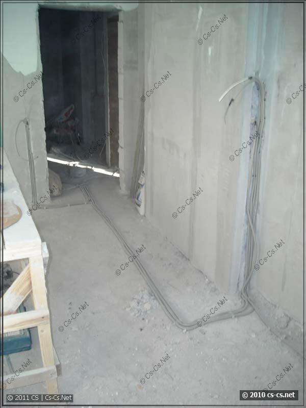Укладка кабелей по полу в слое стяжки строго под прямыми углами