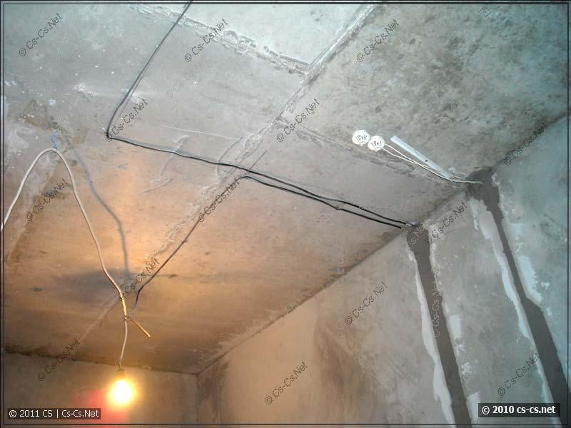 Освещение аналогично проводке кладётся под углом 90 градусов