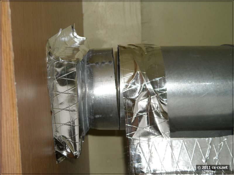 Очень грамотное соединение вентиляционной решётки и трубы